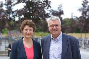 Prof. Dr. Sonja Schöning von der FH Bielefeld und Prof. Dr. Andreas Hütten von der Universität Bielefeld. Foto: Universität Bielefeld