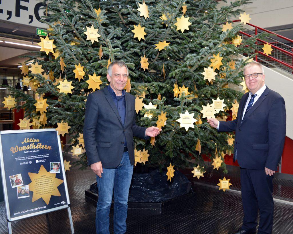 Rektor Prof. Dr.-Ing. Gerhard Sagerer und Pastor Ulrich Pohl eröffneten die Wunschsternaktion für digitale Wunschsterne.