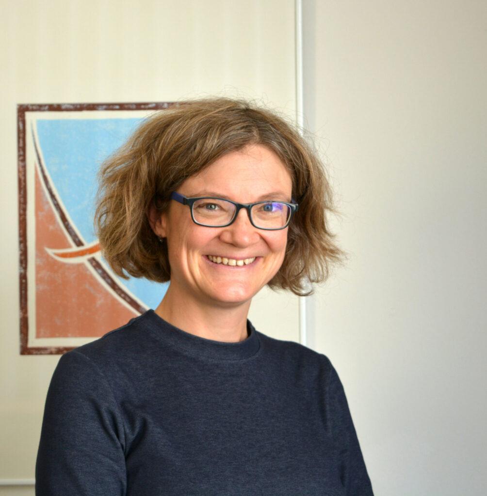 Prof'in Dr. Gabi Schierning untersucht in einer neuen Studie, wie sich thermoelektrische Bauelemente fertigen lassen, die ohne das seltene Element Tellur auskommen, Bild der Person