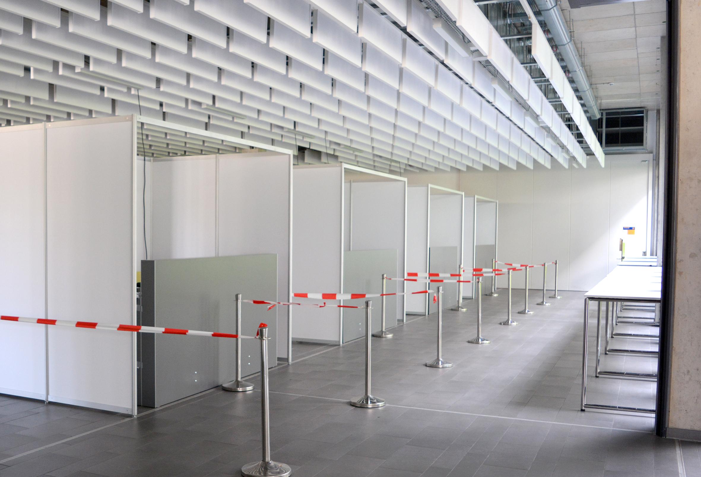 Foto: Das Testzentrum in der Mensa im Aufbau